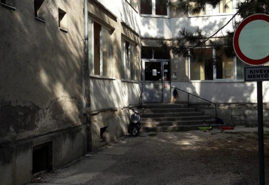 2800 Tatabánya, Piac tér 2. – bérbeadó tárolóhelyiség