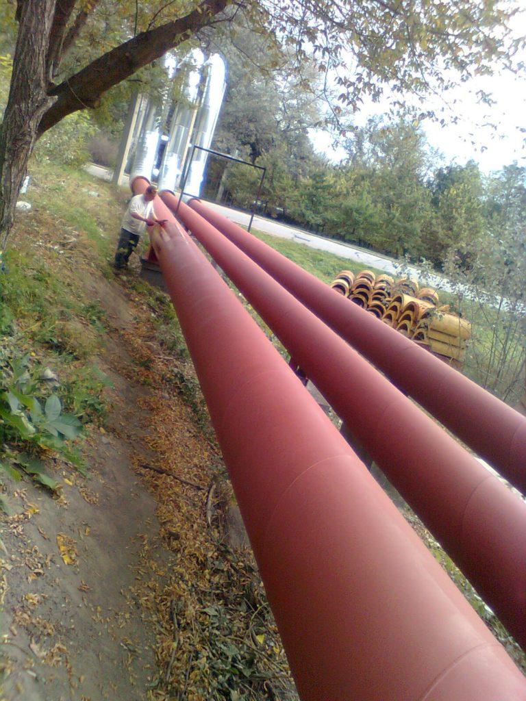 A tatabányai fűtőerőművet a városközponttal összekötő négy vezetékes tranzitvezeték Újvárosi, Jubileum- parki és Sárberki csomópont melletti szakaszán 1170 méter csővezeték szigetelésének cseréjére került sor. :
